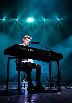 My favorite piano player Men Tumblr, Piano Player, Twin Brothers, Dylan O'brien, Beautiful Person, My Crush, To My Future Husband, Music Is Life, Cute Wallpapers
