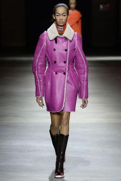 Kenzo Fall 2017 Ready-to-Wear Fashion Show Collection: See the complete Kenzo Fall 2017 Ready-to-Wear collection. Look 29 Fur Fashion, Fashion 2017, Winter Fashion, Fashion Trends, Fashion Inspiration, Mens Fashion Week, Vogue Russia, Fashion Show Collection, Japanese Fashion