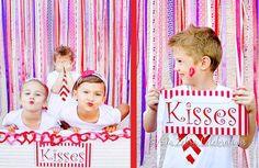 à droite, le profil du garçon qui sourit avec un bisou sur la joue, et à gauche, les petites filles qui fond la duck face pour rigoler (faire un genre de selfie ?) - Cute Valentines Day Photo Ideas - Kissing Booth Love Crush Party by AtoZebra