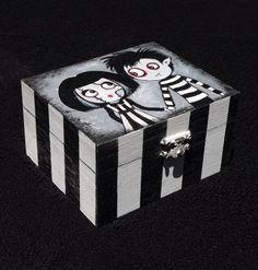 OOAK  Caja de madera pintada a mano. Estilo gótico por Villaoscura