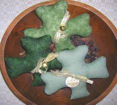 Primitive St Patricks Day SHAMROCK Bowl Fillers Country Decor Pillow Tucks