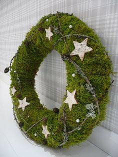 Kranz: Moos (o. Anleitung) - New Ideas Natural Christmas, Christmas Mood, Rustic Christmas, Christmas Crafts, Wreaths And Garlands, Xmas Wreaths, Silver Christmas Decorations, Holiday Decor, Moss Wreath