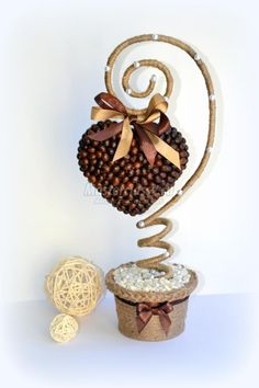 Topiary with seeds Jute Crafts, Diy Arts And Crafts, Coffee Bean Art, Coffee Cup, Coffee Crafts, Handmade Christmas Decorations, Diy Centerpieces, Deco Table, Baby Decor