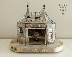 ♕ the circus is back ~ Trois fois rien Wire Crafts, Paper Crafts, Toy Theatre, Circus Art, Vintage Circus, Assemblage Art, Miniature Houses, Wire Art, Box Art