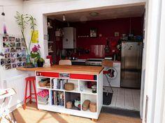 Fanny Le Gall Décoration : Plan de travail , bar et bibliothèque ... un meuble de cuisine intelligent .