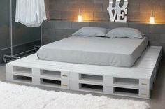 Pallet Furniture Projects Paletten Bett Mehr - a bed in any of king or queen size layout, check out this DIY platform bed scheme which has been displayed by placing in different styles of bedroom interiors. Pallet Bed Frames, Diy Pallet Bed, Wooden Pallet Furniture, Pallet Chair, Pallet Wood, Bed Pallets, Pallet Lounge, Pallet Diy Decor, Diy Wood