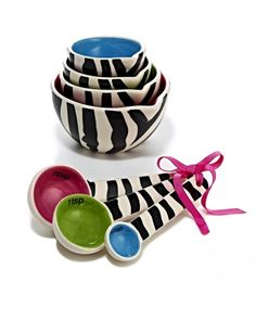 Love these bowls & measuring spoons, so cute!!
