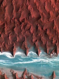 Sossuvlei, Namibia. (Image is very high-res at the link. Check it out.
