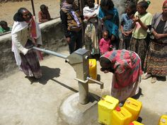 Finalmente un sorso d'acqua buona e pulita...!!! il mio primo sorso di vera acqua...!!! Grazie Amici per il grande dono che ci avete fatto...!!!