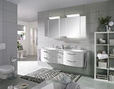 Elegantes Badezimmer mit LED-Beleuchtung: strahlender Auftritt in Weiß!