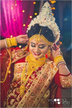 bengali bride makeup style B - makeupstyle Indian Bridal Photos, Indian Bridal Outfits, Bridal Wedding Dresses, Designer Wedding Dresses, Bengali Bridal Makeup, Bengali Wedding, Bengali Bride, Indian Muslim Bride, Muslim Brides