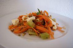 Lentilles aux abricots en salade Mozzarella, Celerie Rave, Menu, Thai Red Curry, Ethnic Recipes, Food, Salad, Seasonal Recipe, Menu Board Design