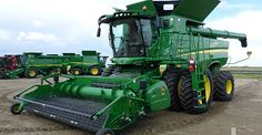 John Deere S680 combine harvester sold at a Ritchie Bros. farm equipment auction.
