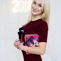 бизнес-портрет фотосессия девушки фото визажиста business portrait визажист визажист с кисточками