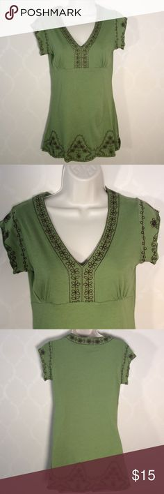 🆕BCBG EMBROIDERED TOP NWOT Beautiful Green Top with intricate BROWN embroidery ➖ NWOT ➖ longer so would be cute with brown leggings or skinny jeans BCBGMaxAzria Tops
