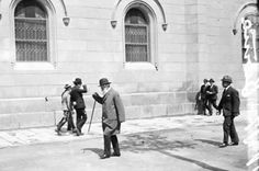 Antoni Gaudí entrant a la Universitat de Barcelona, 1917.