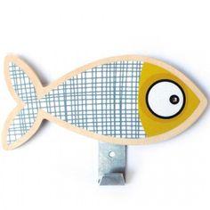 la patre poisson gris de la marque srie golo permet de suspendre les vtements et - Patere Colore