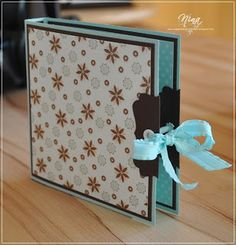 Huhu, here I am again … :-) Nice, that you are interested in the instructions of the double Merci packaging! As I said, this … - Diy Crafts Mini Albums Scrap, Mini Scrapbook Albums, Diy Paper, Paper Crafts, Stampin Up, Tarjetas Diy, Envelope Punch Board, Small Gifts, Diy And Crafts