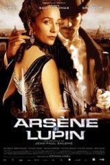 """Arsene Lupin (2004). Francia. Dir. Jean- Paul Salomé. Sinopse: """"Desviar a atención, esa é a clave. Se non o esqueces, ninguén poderá deterte nunca"""". Estas son as palabras que o ladrón Théophraste Lupin di ao seu fillo Arsène antes de ser asasinado por un misterioso cómplice. Arsène, que herdou do seu pai a paixón polo roubo, non deixará nunca de aplicar esta máxima. SIGNATURA: DVD-F-71"""