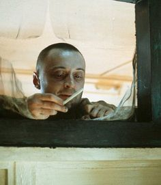 Still of Robert Carlyle in The Beach (2000)
