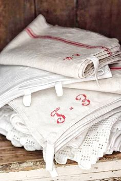 Melinda Reyes Lifestyle: Decorating with Vintage red. Ticking Fabric, Linen Fabric, Living Vintage, French Cottage, French Farmhouse, Linens And Lace, French Country Style, Vintage Textiles, French Antiques