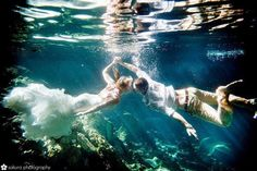 Cool underwater wedding photos