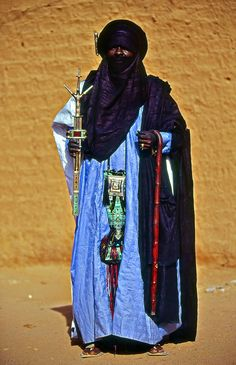 Tuareg man in Niger, Africa. Tuareg People, Ethnic Dress, African Culture, World Cultures, West Africa, Ethnic Fashion, People Around The World, Traditional Dresses, Beautiful People