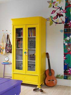 Móveis de madeira coloridos. Muitas inspirações!