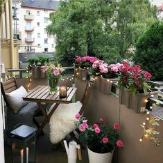 Decor ideas to improve your balcony space - big or small. Sharing inspiration photos and key tips for creating a balcony space you'll love! Small Balcony Design, Small Balcony Garden, Balcony Flowers, Small Balcony Decor, Outdoor Balcony, Balcony Ideas, Outdoor Decor, Patio Ideas, Modern Balcony