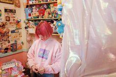 That hair~ #NeonMoon  #연남동 ⚪ ⚪ ⚪ #seoul #cute #store #daily #hongdae #neon #yeonnamdong #seul #cute #toys #cutethings #dolls #홍대 #대일리 #패피 #ootd #streetstyle #fashionstyle #pink #pinkisthenewblack #pinkhair #hairstyle #moda #mode #haircolor #hairinspo #stylist