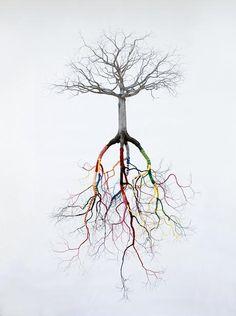 Esculturas de árboles suspendidas conectan a un artista a sus raíces cubanas