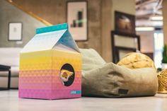Des maisons écologiques pour chats qui ressemblent à des packs de lait géants   Buzzly