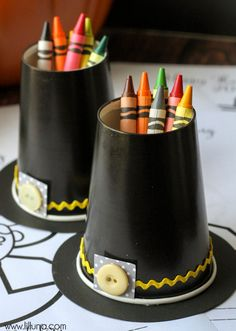 Pilgrim hat (crayon cup) Easy...made out of party ware paper cups