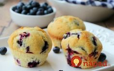 Try the best blueberry muffin recipe.This Blueberry Muffin Recipe is so yummy.These easy blueberry muffins are amazing.The best blueberry muffins recipe! Homemade Blueberry Muffins, Blueberry Recipes, Easy Desserts, Dessert Recipes, Cake Recipes, Simple Muffin Recipe, Boite A Lunch, Blue Berry Muffins, Blueberries Muffins