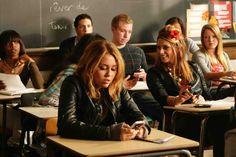 Miley dans sa salle de classe :)