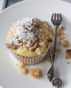 With this recipe you can make 12 delicious cupcakes with . Baking Cupcakes, Yummy Cupcakes, Cupcake Recipes, Baking Recipes, Cupcake Cakes, Snack Recipes, Dessert Recipes, Just Desserts, Delicious Desserts