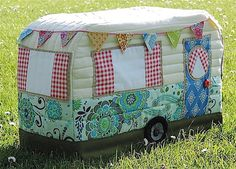 Vintage Caravan Sewing Machine Cover Pattern by RainbowHare