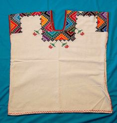 This embroidered huanengo (huipil) was made by a woman in the Purepecha community of Cocucho Michoacan Mexico. Embroidery On Kurtis, Bird Embroidery, Hand Embroidery Designs, Sewing Clothes, Crochet Clothes, Mexican Fashion, Mexican Style, Couture Sewing Techniques, Mexican Textiles