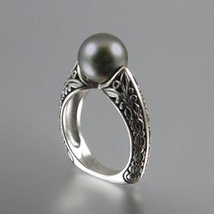 The COUNTESS 14k gold ring with Tahitian Pearl by WingedLion