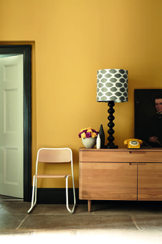 Little Greene Paint - Yellow walls with Black coloured skirting boards Mustard Yellow Paints, Mustard Yellow Walls, Coloured Skirting Boards, Yellow Hallway, Black Hallway, Little Greene Paint, Yellow Interior, Color Interior, Interior Paint