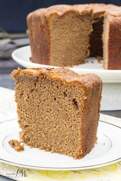 Chocolate Pound Cake recipe is dense, moist and lightly chocolate flavored. This classic cake recipe has a tender texture and small crumb and perfect for chocolate lovers! Homemade Cake Recipes, Pound Cake Recipes, Baking Recipes, Pound Cakes, Frosting Recipes, Chocolate Pound Cake, Chocolate Flavors, Chocolate Recipes, Chocolate Color