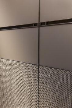 Linha Bravo! S.C.A. Wardrobe Door Designs, Wardrobe Design Bedroom, Bedroom Furniture Design, Wardrobe Doors, Closet Designs, Luxury Interior, Interior Architecture, Wall Panel Design, Joinery Details