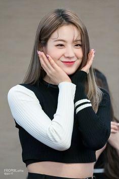 Jang Gyuri was born on December 1997 and is a member of the Korean girl group K Pop, South Korean Girls, Korean Girl Groups, Cute Girls, Cool Girl, Korean Beauty, Aesthetic Girl, K Idols, Korean Singer