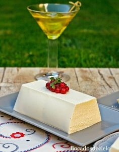 Este mouse de queso de cabra es un entrante perfecto para cualquier comida especial de estas Navidades. Aunque predomina el sabor c... Appetizer Recipes, Dessert Recipes, My Favorite Food, Favorite Recipes, Spanish Dishes, Decadent Cakes, Food Decoration, Christmas Desserts, International Recipes