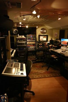 "the ""SHOW ME YOUR STUDIO"" thread 2009 --- no setup too small! - Page 12 - Gearslutz.com"