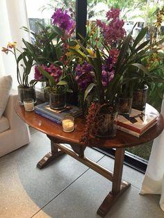 Oi gente! Voltei com mais um espaço belíssimo da Casa Cor SP 2016. Hoje vou mostrar um pouquinho do Living e Jardim de Inverno by Dado Castello Branco, que me encantou pelo uso de cores sóbrias, conforto e sofisticação. Inclusive estas sãocaracterísticas muito presentes em seus projetos. Para mostrar este lindo espaço, fiz uma seleção …