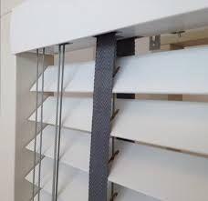houten jaloezieen met grijs ladderband