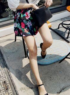 Today's Hot Pick :ハイビスカス柄プリーツミニスカート【iamyuri】 http://fashionstylep.com/SFSELFAA0002894/iamyuriijp/out 伸縮性のないポリエステル素材を使った花柄スカートです。 南国風のハイビスカス柄が華やかなアイテム☆ プリーツ入りの女性らしいシルエットで体型カバー力が◎!! ミニ丈で脚がすらりと長く見えるガーリースカート♪