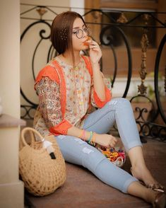 Photoshoot of Cute & Gorgeous Actress Alizeh Shah Pakistani Designer Suits, Pakistani Models, Pakistani Dress Design, Pakistani Actress, Pakistani Girls Pic, Pakistani Dresses Casual, Hijab Fashionista, Stylish Dpz, Stylish Girls Photos