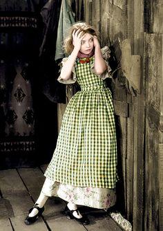 風 (The Wind)  1928年公開 リリアン・ギッシュ  リリアンギッシュリリアンギッシュ銀幕スター彩色写真館 カラー化画像  「リリアン・ギッシュ」 お婆ちゃんになっても可愛らしかった「リリアンギッシュ」。この映画公開時35歳。ちょっと遠目ではありますが、見た感じまだ10代のようです。